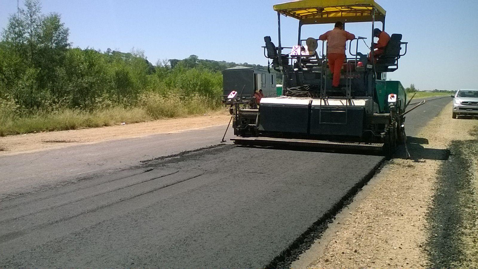 Continúan los trabajos de asfalto en la RN N°50