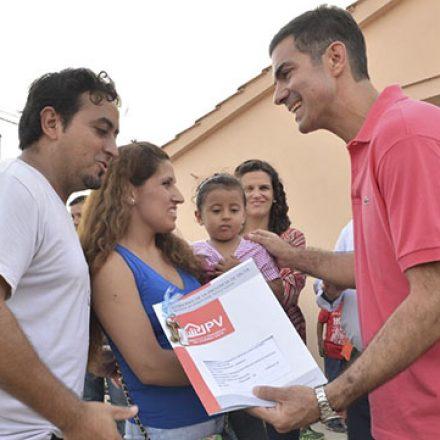 """Que cada casa que entregamos pueda convertirse en un verdadero hogar"" dijo Urtubey en Hipólito Yrigoyen"