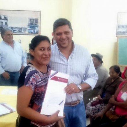 Se entregaron 177 escrituras a familias de Hipólito Yrigoyen