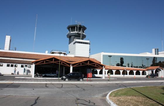 La Provincia no tiene facultades sobre el espacio aéreo y tampoco en el aeropuerto Martín Miguel de Güemes.
