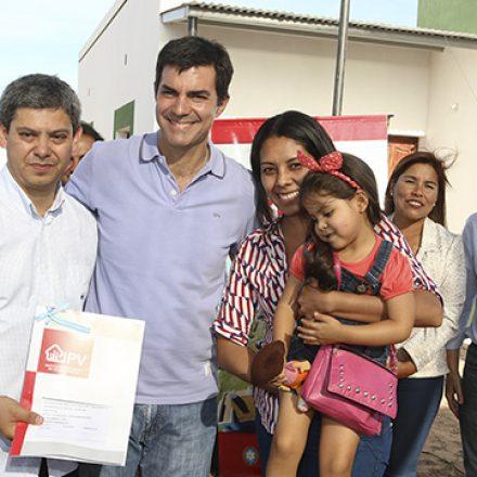 Veinticuatro familias de El Quebrachal recibieron su vivienda propia