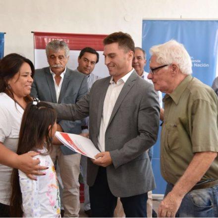 Nación y Provincia entregan 35 escrituras en Rosario de la Frontera