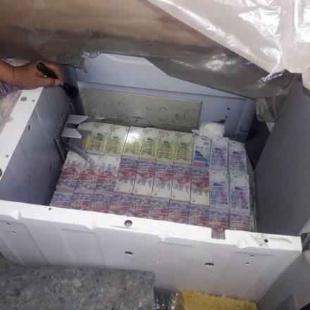 Secuestran más de 1 millón de pesos ocultos en diferentes sectores de un camión