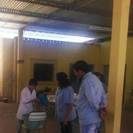 Niños de la escuela rural N°4220 de La Candelaria fueron examinados por el equipo médico del hospital local