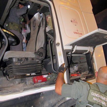 Secuestran más de 21 kilos de cocaína ocultos en la cabina de un camión