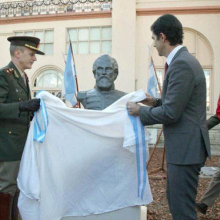 Conmemoran con un busto a Güemes en el Regimiento de Granaderos a Caballo