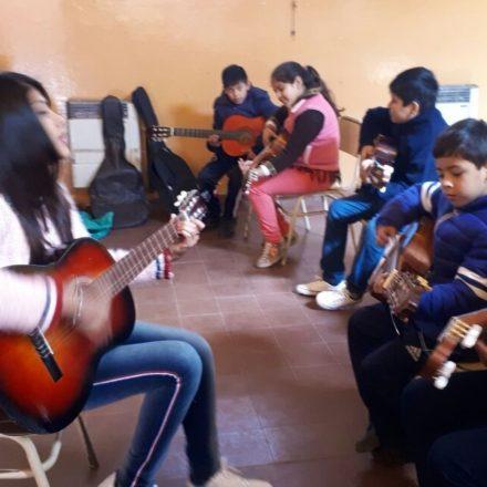 "Alumnos de la Viña desarrollan habilidades musicales con ""Porvenir NOA"""