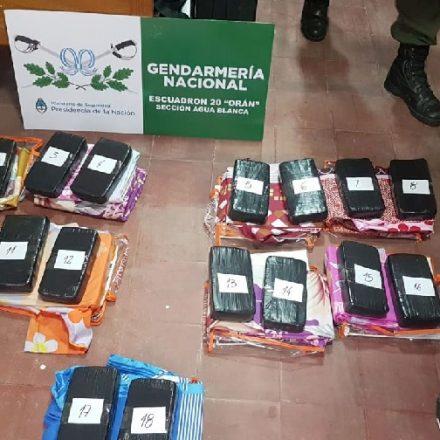 Incautan más de 41 kilos de cocaína entre productos de tienda y calzados
