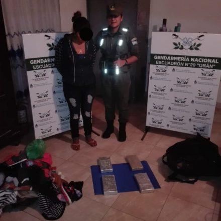 Secuestran más de cuatro kilos de cocaína y detienen a una mujer