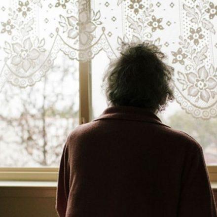 La Justicia advierte a los hijos a visitar a su madre de 84 años