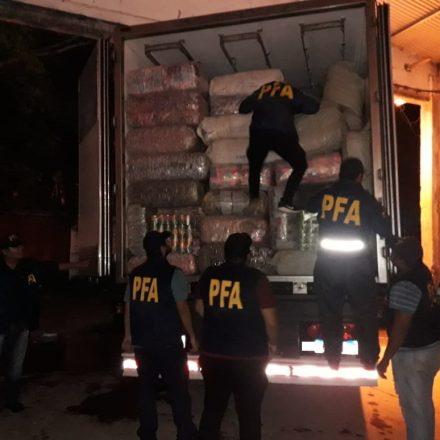 Secuestran más de 15 millones de pesos en mercadería ilegal y detienen a una persona