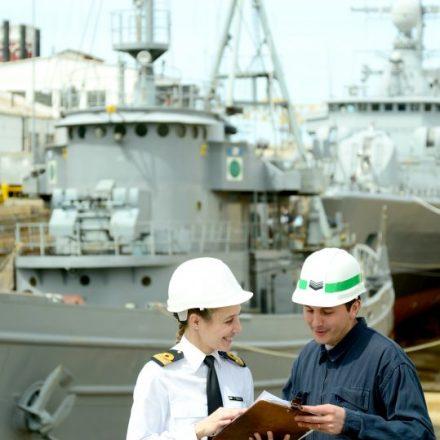 La Armada convoca a profesionales universitarios