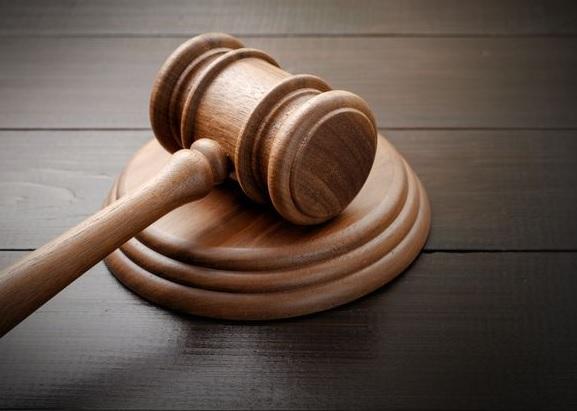 Confirman sentencia contra el cuidador de un caballo que provocó la muerte de un hombre que lo embistió en una motocicleta