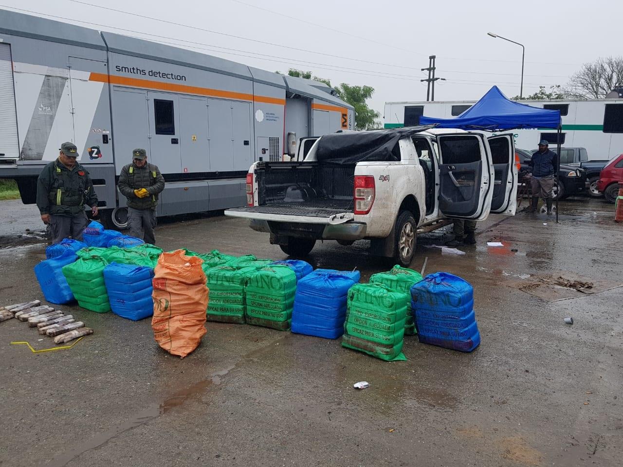 Secuestran 570 kilos de hojas de coca