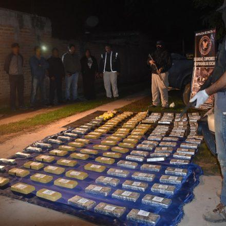 En un control vehicular encuentran más de 143 kilos de cocaína