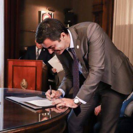 Urtubey firmó el compromiso ético digital promovido por la Justicia Electoral