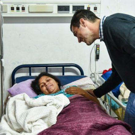 Urtubey recorrió el hospital de Tartagal y anunció la designación de nuevos profesionales