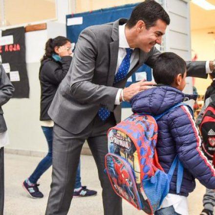 En barrio Progreso el gobernador Urtubey visitó la escuela Mercedes Lavín