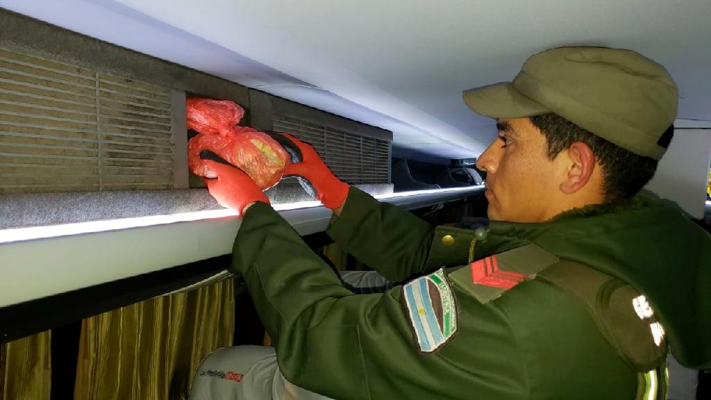 Incautan más de 1 kilo de cocaína líquida en un colectivo que partió desde Aguas Blancas