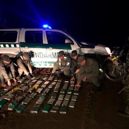 Transportaban más de 64 kilos de cocaína en su auto