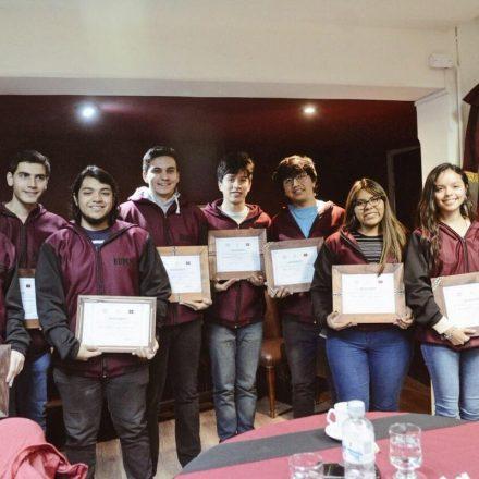 La Provincia otorgó un reconocimiento a estudiantes de Física e Ingeniería que fueron becados por la Comisión Nacional de Energía Atómica