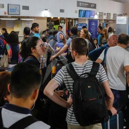 Demoras en vuelos de Aeroparque y Ezeiza: en Salta, cancelaciones y reprogramaciones