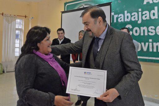 Isa estuvo en la entrega de certificados de capacitación de la UPAP