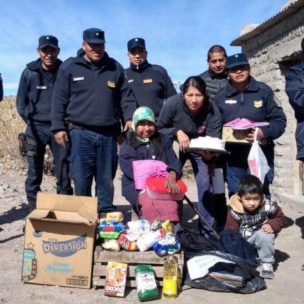 Policías solidarios entregaron donaciones a familias de Payogasta