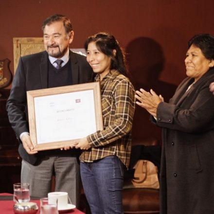 El Vicegobernador distinguió  a Laura Cruz, primera ingeniera nuclear salteña
