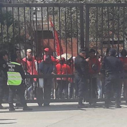 Organizaciones sociales protestaron en el CCM Capitalino (Videos)