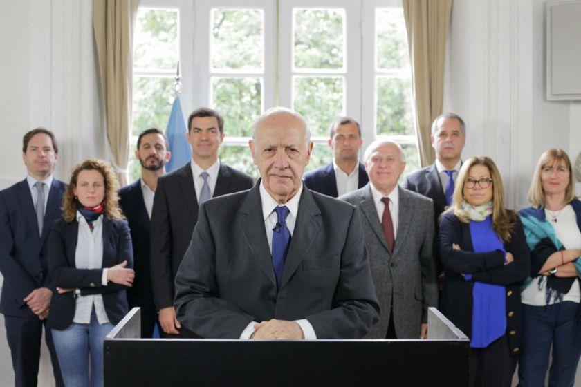 Roberto Lavagna convocó a suspender la campaña y pidió la emergencia alimentaria