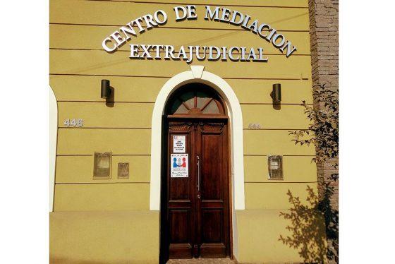 Denuncian un centro de mediación extrajudicial privado no habilitado