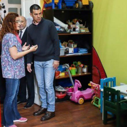 Entregaron equipamiento para rehabilitación motora infantil fabricado por internos de Villa Las Rosas