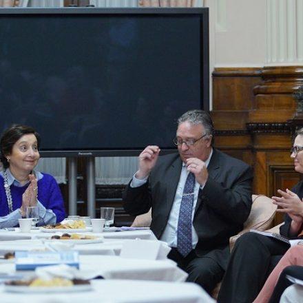 Dos proyectos de ley en el Senado de la Nación para equiparar el sistema de cuidados y generar empleos