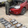 Viajaban con 59 celulares ocultos en el torpedo de su auto sin el aval legal