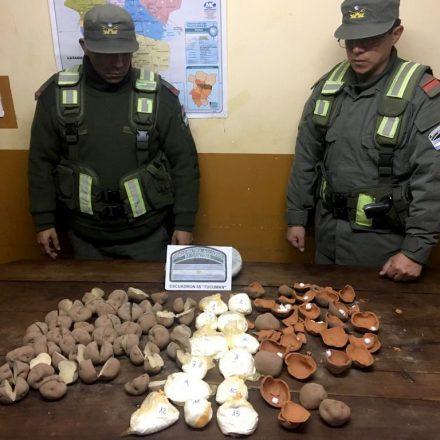 Papas de cerámicas ocultaban 1 kilo de cocaína