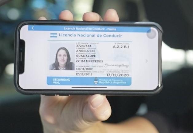 La licencia nacional de conductor y demás documentación podrá ser exhibida en formato digital