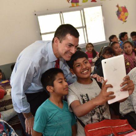 El gobernador visitó la escuela Leopoldo Lugones donde se desarrolla el Plan Alimentario Salteño