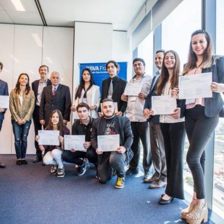BBVA premia a jóvenes que transforman sus ideas en un plan de negocio