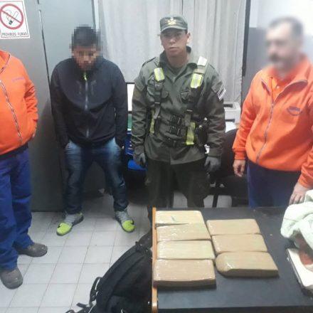 Detienen a un hombre que transportaba más de 6 kilos de marihuana en su equipaje
