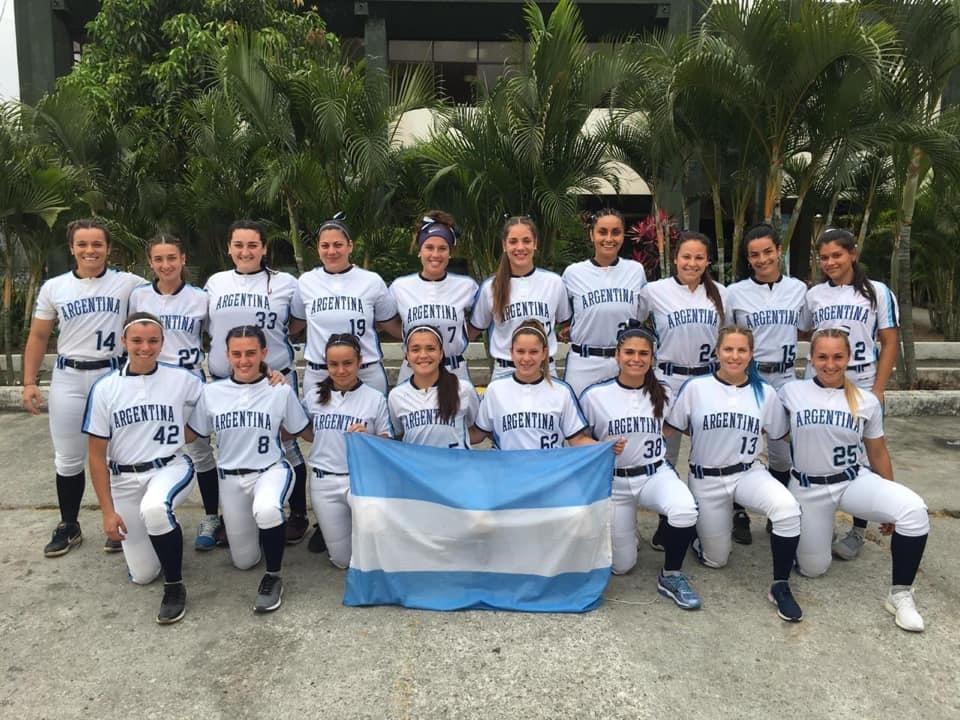 Candela Escalante la salteña en el Sudamericano de Sóftbol