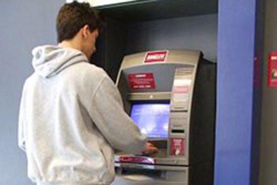 El sueldo de febrero estará disponible en cajeros este sábado con un aumento del 8%