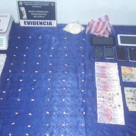 En diversos procedimientos secuestran 200 dosis de drogas listas para comercializarlas