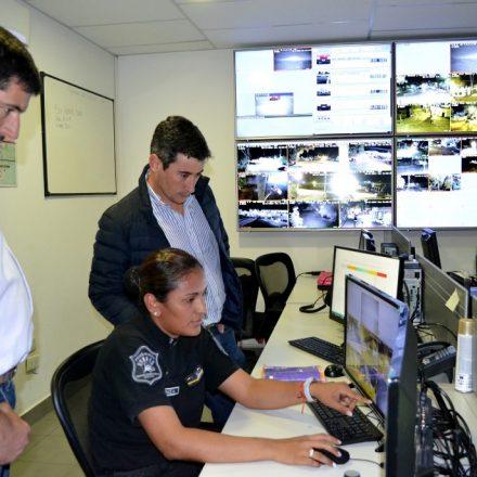 El ministro Oliver supervisó el Centro de Videovigilancia de Cafayate
