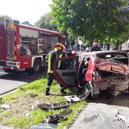 Rescatan una persona que quedó atrapado en el interior de un automóvil