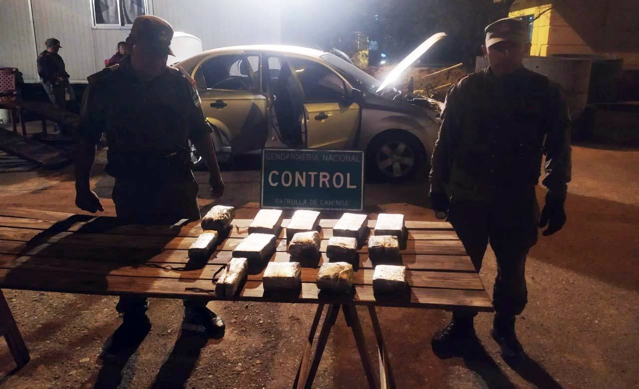Circulaban junto a su hijo de tres años con 12 kilos de cocaína en su vehículo