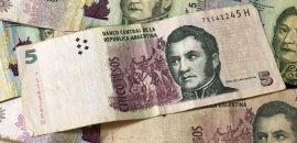 Hasta fin de año se podrán canjear en los bancos los billetes de 5 pesos