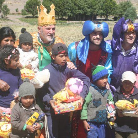 Los Reyes Magos llevaron alegría a los chicos de la quebrada del Toro