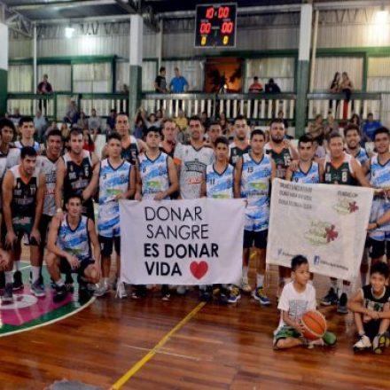 """Los jugadores de El Tribuno Básquetbol y Tucumán BB se sumaron a la campaña """"donar sangre es donar vida"""""""