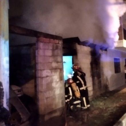 Sofocaron un incendio en una vivienda de Villa Los Sauces de la Capital